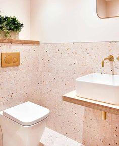 Utiliser le rose dans la déco des toilettes | My Blog Deco Pink Bathroom Tiles, Marble Bathroom Floor, Pink Tiles, Bathroom Tile Designs, Wall And Floor Tiles, Bathroom Colors, Bathroom Wall, Vanity Bathroom, Wall Tiles