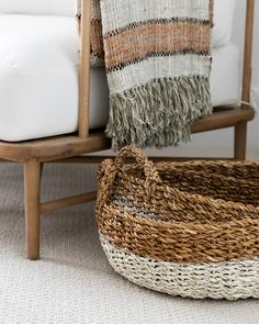 Formation Photo, Bountiful Baskets, Blue Palette, Pop Up Shops, Traditional House, Woven Rug, Rug Making, Basket Weaving, Home Deco
