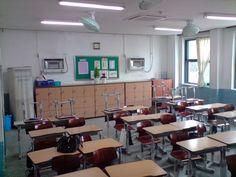 Sopa High School, Sopa School, Classroom Seating Arrangements, Aesthetic Korea, American High School, School Images, Home Studio Music, High School Classroom, School Building