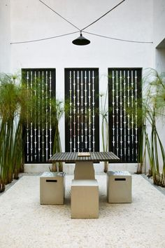 Zen courtyard--I'd do this on my patio except every time the air-con cut on it would ruin the entire effect.