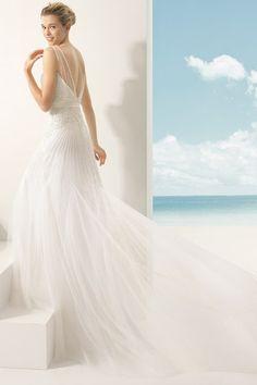 C'est la première chose à laquelle on pense (soyons honnêtes) lorsque notre partenaire demande notre main : quelle robe de mariée portera-t-on pour le mariage...