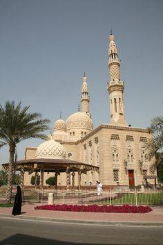 Mosque in Dubai, UAE, meczet Jumeira Islamic Architecture, Vernacular Architecture, Medina Mosque, Masjid Al Haram, Beautiful Mosques, Cathedral Church, Dubai Mall, Grand Mosque, World Cities