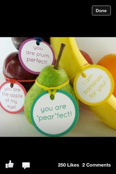 Fruit love notes and other healthy Valentine's Day food ideas. - Good for kids' lunch :) Teacher Appreciation Week, Teacher Gifts, Employee Appreciation, Pastor Appreciation Ideas, Teacher Appreciation Breakfast, Volunteer Appreciation Gifts, Teacher Party, Teacher Breakfast, Teacher Treats