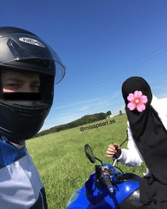 Love In Islam, Army Love, Cute Disney Wallpaper, Muslim Couples, Couple Goals, Cute Couples, Riding Helmets, How To Look Better, Romantic