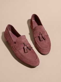 Smooth suede Italian-made loafers crafted with ridged trims and adorned with tassels. Lined in supple leather and suede, they will pair with everything from tapered chinos to tailored denim.