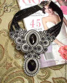 beautiful black and white soutache choker Bead Embroidery Jewelry, Beaded Embroidery, Macrame Jewelry, Jewelry Art, Maxi Collar, Soutache Necklace, Passementerie, Victorian Jewelry, Beads And Wire