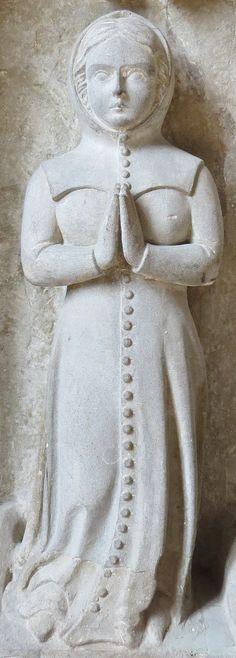 Mourner of Francois I de La Sarra, 1363, tomb 1390,Switzerland, La Sarraz - Chapelle St Antoine http://www.themcs.org/costume/Female/Switzerland%20La%20Sarraz%20-%20Chapelle%20St%20Antoine%20Francois%20I%20de%20La%20Sarra%201363%20tomb%201390%2038.JPG