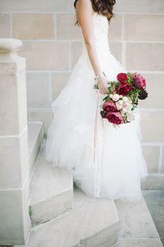 Ramo de novia en colores intensos http://www.miboda.tips/