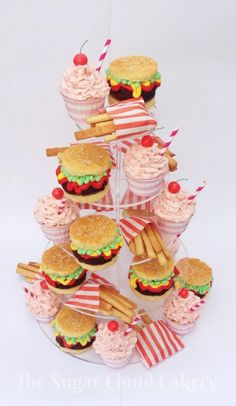 I was asked to make this for a themed hen party… Mini burgers made from vanilla cupcakes and chocolate brownies, strawberry milkshakes and cookies cut into fries and sprinkled with sugar to look like salt. Themed Cupcakes, Cute Cupcakes, Cupcake Cookies, Vanilla Cupcakes, Burger Cupcakes, Beautiful Cakes, Amazing Cakes, Diner Party, Retro Diner