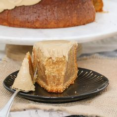 Our easy Caramel Mud Cake is just so simple to make. Melt, mix and bake. Smother with our yummy caramel frosting for the ultimate caramel mud cake! When it comes to simple and Caramel Mud Cake, Chocolate Caramel Slice, Caramel Frosting, Chocolate Icing, White Chocolate, Delicious Cake Recipes, Sweet Recipes, Dessert Recipes, Yummy Food