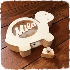 Personalized turtle wooden money box with the name of your choice. it measures cm by 13 cm for a thickness of 35 mm closure system with wooden pin Wooden Crafts, Diy And Crafts, Wooden Piggy Bank, Wood Shop Projects, Ikea Storage, Kids Wood, Money Box, Vintage Crafts, Etsy Crafts