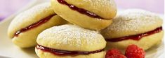 Raspberry Lemon Whoopie Pies- Serve up some of these refreshing treats and don t be surprised if your guests shout out - ldquo Pastry Recipes, Cookie Recipes, Dessert Recipes, Jam Cookies, Lemon Cookies, Lemon Whoopie Pie Recipe, Biscuits Au Caramel, Oatmeal Applesauce Cookies, Chocolate Caramel Cookies