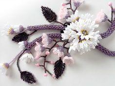 和テイストのお花畑ネックレス