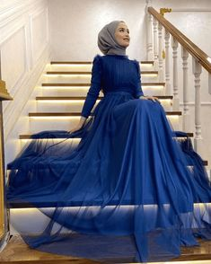 Hijab Evening Dress, Hijab Dress Party, Evening Dresses With Sleeves, Indian Fashion Dresses, Muslim Women Fashion, Hijab Fashion, Simple Dresses, Cute Dresses, Event Dresses