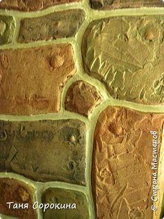 Когда-то я уже рассказывала, что сама делала гипсовый камень в украшении стен…