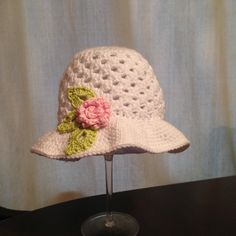 How to crochet beautiful sun hat for little girl - cue small rose and leaf Crotchet Baby Hats, Crochet Kids Scarf, Crochet Bib, Crochet Summer Hats, Crochet Toddler, Crochet Girls, Crochet Hats, Learn Crochet, Crochet Hat Tutorial