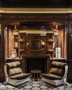 Come inside the luxury Bar Hemingway Ritz Paris and discover a world of luxury service and bar interior design in Paris. Luxury Restaurant, Restaurant Bar, The Ritz Paris, Bourbon, Luxury Bar, Bar Interior Design, Luxury Services, Lounge Decor, Great Hotel