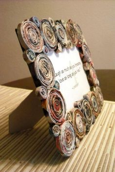 spice up picture frames with newspaper The post Wonderful ideas for crafting newsprint appeared first on Woman Casual - DIY and crafts Recycled Paper Crafts, Recycled Magazines, Newspaper Crafts, Recycled Crafts, Recycled Magazine Crafts, Crafts To Make, Fun Crafts, Crafts For Kids, Arts And Crafts