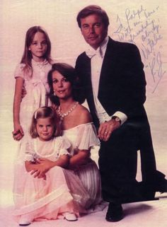 Natalie Wood (1938-1981) and Robert Wagner. Love how mommy is also holding hands with her older daughter, Natasha Gregson (b. 1971, father: Richard Gregson, a film producer). Younger daughter is Courtney Wagner (b. 1974).