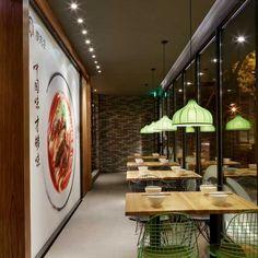 """Kiniškų makaronų kavinė """"Mr Lee noodle House"""", Kinijoje. Mr Lee Noodle House restaurant in Beijing, China."""