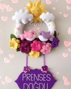 Ver fotos e vídeos do Instagram de Rengarenk Keçeye Dair herşey (@kececix_) Baby Crafts, Felt Crafts, Crafts To Make, Crafts For Kids, Bear Felt, Felt Baby, Felt Flowers, Paper Flowers, Felt Name Banner
