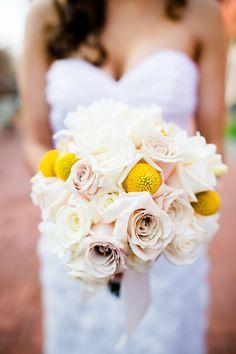 real #Jewish wedding brides bouquet  www.themodernjewishwedding.com
