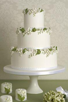 Die Britin hat bewiesen, dass die Hochzeitstorte nicht immer Wei� sein muss, sondern auch mit Farb-Akzenten dirskret und elegant aussehen kann. Ihre Blumenkreation sind so exakt ausgef�hrt, dass man oftmals glaubt, die Tortenk�nstlerin verwendet als Dekoration echte Blumen.