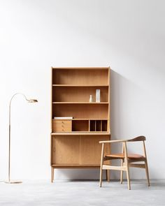 Vintage Danish tall secretary bookshelf in oak with a pull-out leaf that doubles up as a worktop. Denmark Furniture, Danish Furniture, Scandinavian Furniture, Storage Shelves, Storage Spaces, Chair Design, Furniture Design, Men Apartment, Vintage Bookshelf