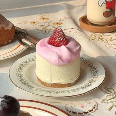 Image shared by ria. Find images and videos about food, aesthetic and pastel on We Heart It - the app to get lost in what you love. Think Food, I Love Food, Good Food, Yummy Food, Pretty Cakes, Cute Cakes, Dorayaki Receta, Cute Desserts, Dessert Recipes