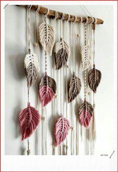 Macrame Wall Hanging Patterns, Macrame Art, Macrame Design, Macrame Projects, Macrame Patterns, Macrame Knots, Macrame Mirror, Diy Home Crafts, Yarn Crafts
