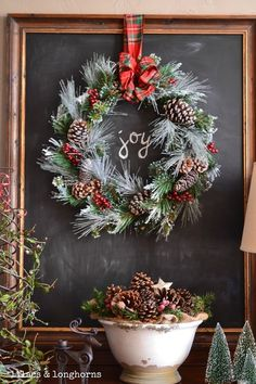 now that's a perfect mantel!!!