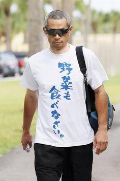 キャンプ施設に向かうマーリンズのイチロー=ジュピター(共同) #Tシャツ #野菜 #イチロー The Beatles Help, Ichiro Suzuki, Buy T Shirts Online, Trending Art, Baseball Players, Cool T Shirts, Shirt Designs, Stylish, Mens Tops