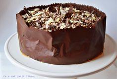 Ce a mai gatit Timea...: Tort de ciocolata si caramel