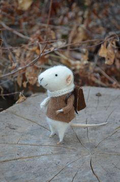 Little Traveler Mouse - Felting Dreams