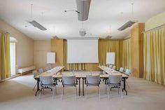 Une salle de réunion lumineuse à disposition des professionnels. © Jérôme Galland #Royaumont #abbaye #événement #event #séminaire