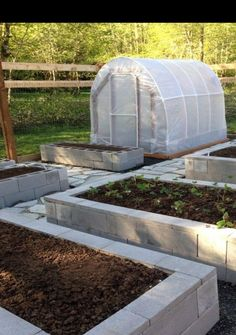 How To Use Cement Blocks In Practical Outdoor Projects Our garden! 8 foot deer fence, cinder block raised bed, organic soil, flagstone and crushed glass pathway, and a hoop-house. Garden Boxes, Garden Planters, Planter Beds, Garden Soil, Fence Garden, Fall Planters, Vegetable Gardening, Design Jardin, Garden Design