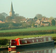 Ashby Canal, Stoke Golding, Leichestershire Canal Boat Holidays, Barge Boat, Boat Pics, Gypsy Living, Narrowboat, Houseboats, Wooden Boats, European Travel, Caravans