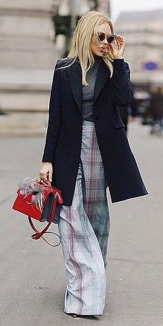 Wide-Legged Pants With a Simple, Tight Top