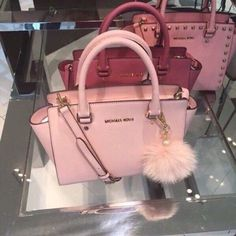 Love ,love , so beautiful bag, I love Michaelkor very much. I need this in my life!!! NOW!!!