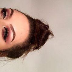 @_makeuplauren  BROWS: #Dipbrow in Ebony  EYES: Modern Renaissance Palette  #anastasiabeverlyhills #modernrenaissance