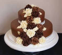 small chocolate roses wedding cakes Tips for Chocolate Wedding Cakes