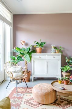 De nieuwe interieur collectie van Kindred Spirits – Best Home Decor Living Room Inspiration, Interior Inspiration, Deco Rose, Deco Boheme, Dining Room Design, Room Colors, Home Accents, Home And Living, Living Room Decor