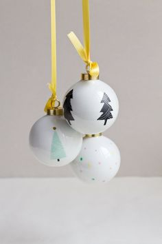 Christmas ball with pastel and gold dots by Etsy seller Asleep From Day-DIY Christmas Mood, Noel Christmas, Christmas Balls, Christmas And New Year, Christmas Crafts, Christmas Decorations, Black Christmas, Handmade Christmas, Advent