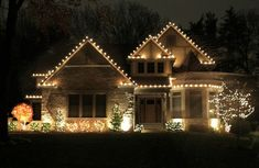 Outdoor Christmas Lights Dos and dont& of outdoor holiday lighting Exterior Christmas Lights, White Christmas Lights, Christmas Lights Outside, Christmas Light Displays, Christmas House Lights, Decorating With Christmas Lights, Outdoor Christmas Decorations, Holiday Lights, Light Decorations