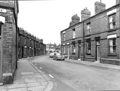 MCL/3/102 Black and white photograph showing Hamer Street, St.Helens, 1963. - * Tray - the other end of the street to MCL/3/101*          ..........  MCL - Clare Collection 3 - Black and white photographs and drawings of St.Helens