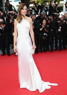 'The Homesman' Cannes Film Festival Premiere (2014)  Who:Hilary Swank  Wearing:Atelier Versace gown