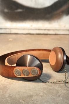 We jammin with House of Marley headphones #CES | iPhoneLife.com