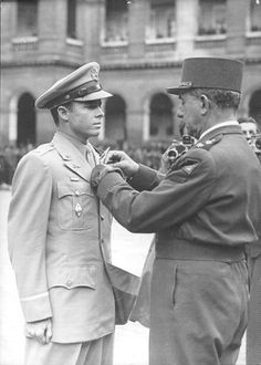 A rare photo of Captain Audie Murphy after his return to Paris in 1948, receiving the France's highest award of valor, the French Legion of Honor, Grade of Chevalier from General de Lattre de Tassigny on July 19, 1948.  WWII hero.