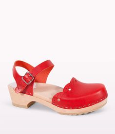 c25b5b1a9bd The beautifully classic details of our Milan fashion clogs for women  showcases an artisan-crafted