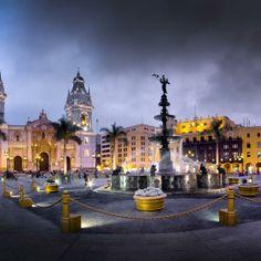 Berço de Lima é tesouro da arquitetura colonial espanhola. Criada em 1535, a Plaza Mayor de Lima convida o visitante a uma verdadeira viagem pela história do Peru.